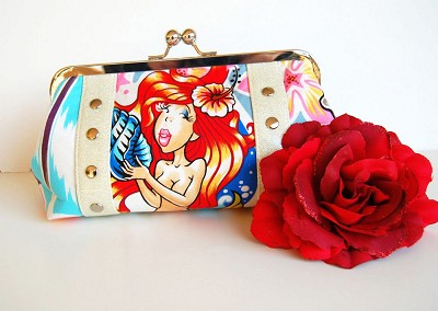 EXCLUSIVE Chula Hula Clutch